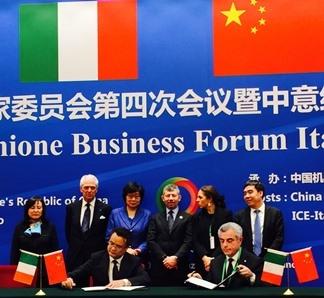 La firma dell'accordo tra e-Geos e Vastitude technology