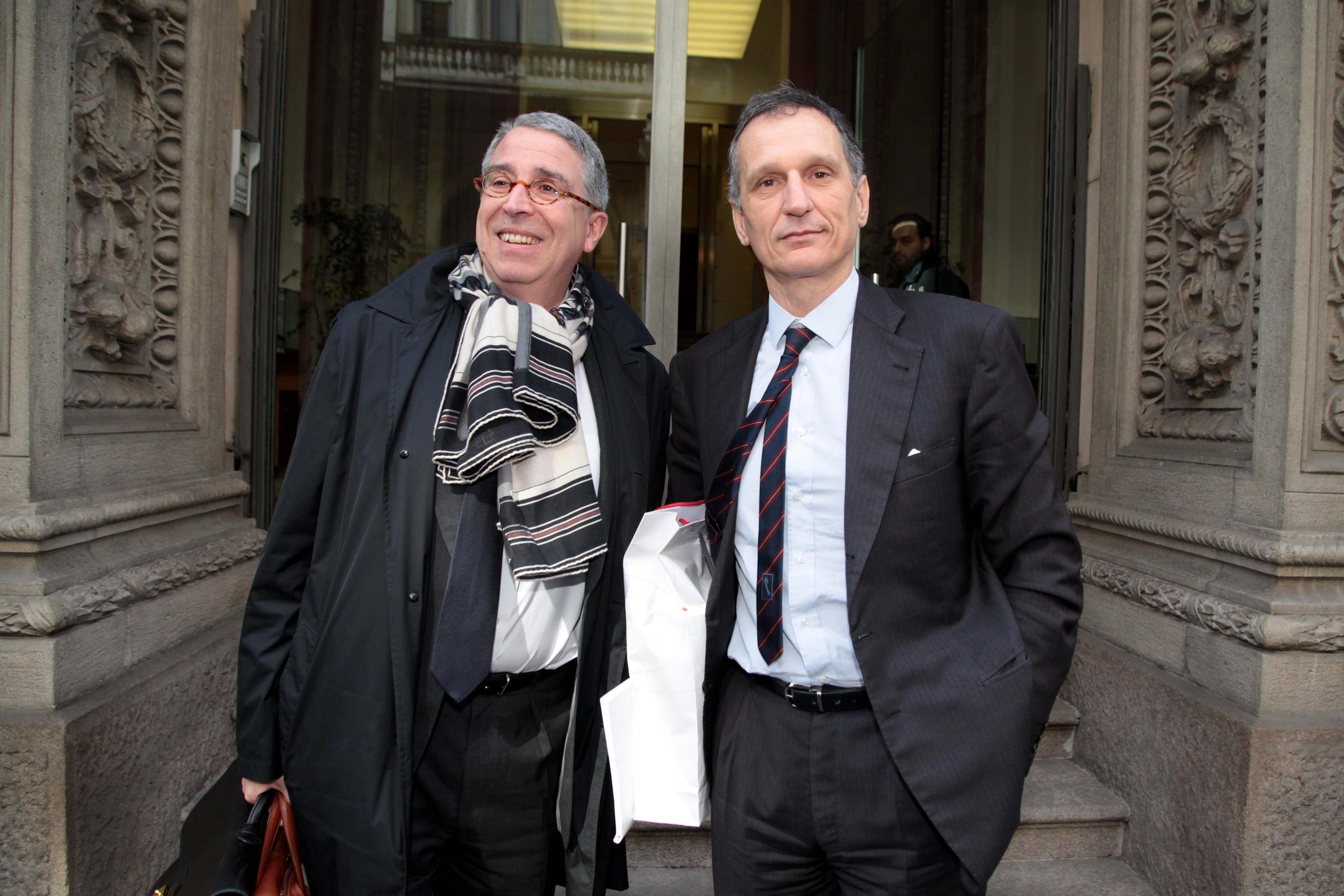 Il ceo di Vivendi De Puyfontaine (a sinistra) e il presidente di Telecom Italia Giuseppe Recchi (a destra), fotografati ieri pirma dell'inizio del Cda