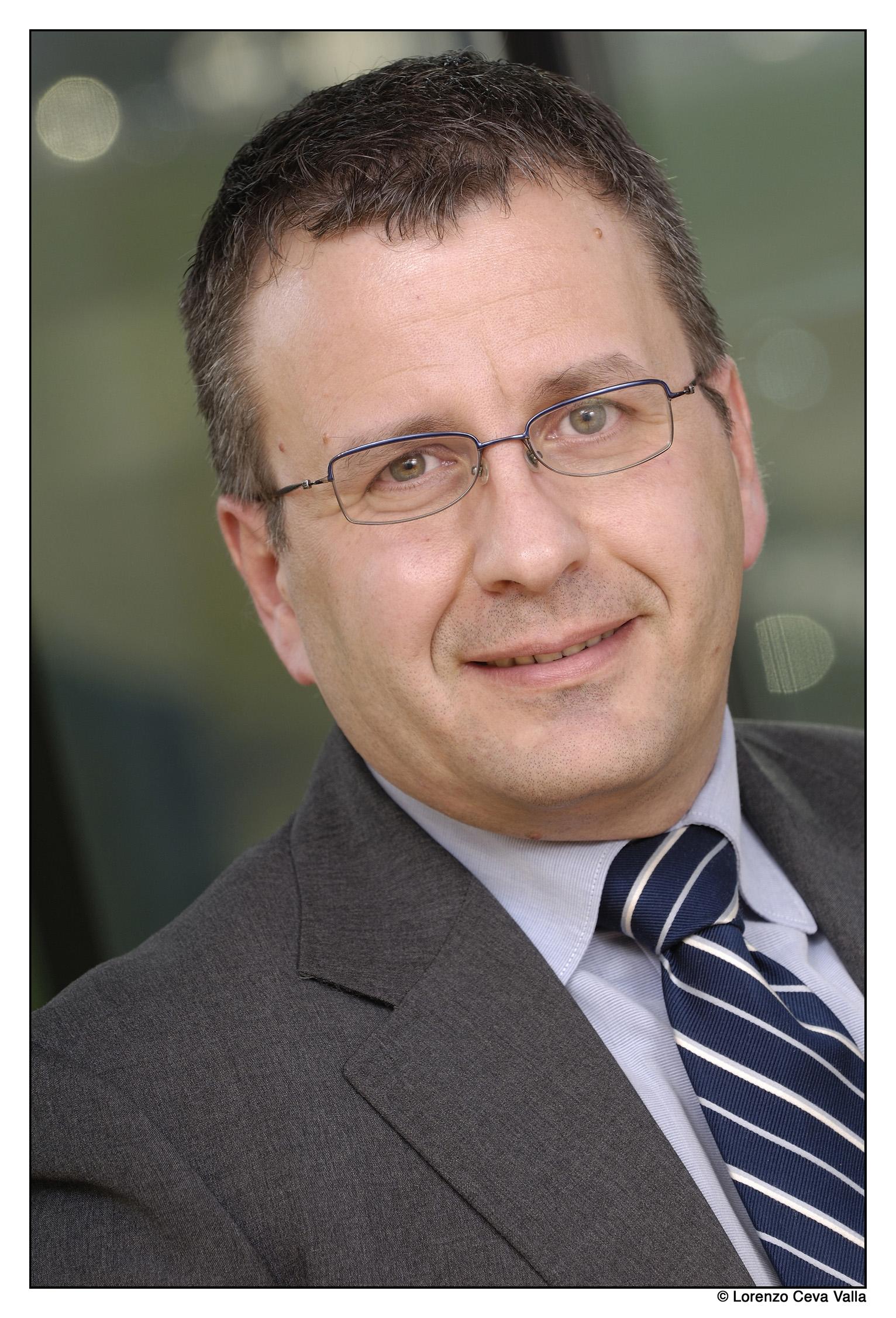 Oltre alle nomine di Denis Nalon e di Antonio Lupo, NetApp Italia ha annunciato anche la nuova posizione di Roberto Patano (nella foto sopra), ... - roberto-patano-netapp-130708150433