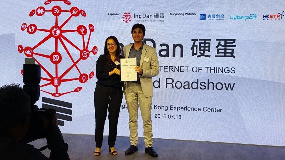 Davide Venturelli, ceo di Archon, durante la premiazione dell'IoT Roadshow di Hong Kong