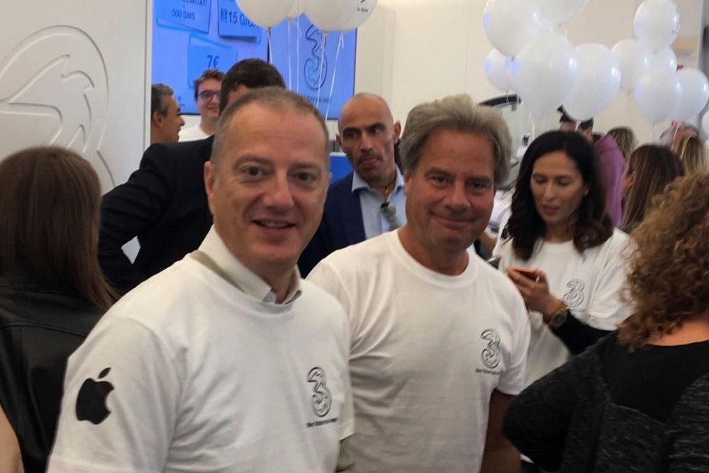 Jeffrey Hedberg e Stefano Invernizzi in un punto vendita 3