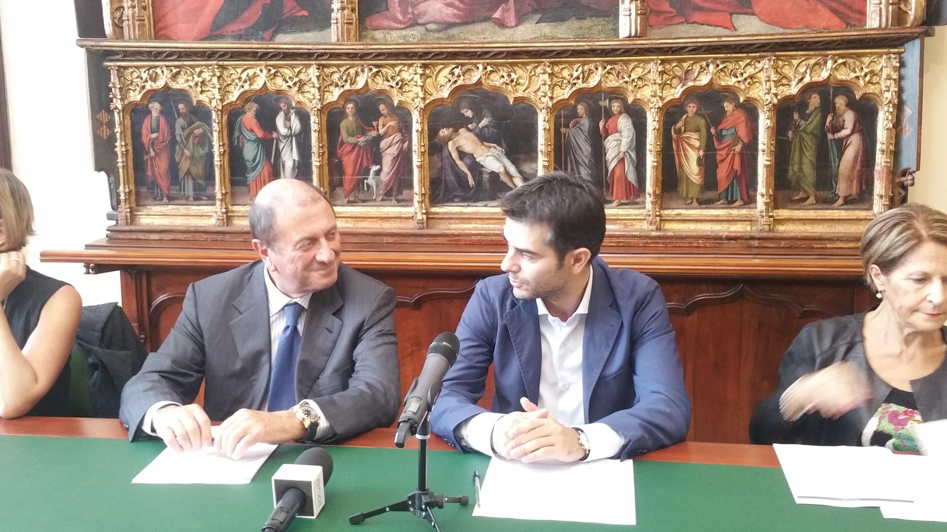 A sinistra, l'Ad di Eof Tommaso Pompei. A destra, il sindaco di Cagliari Massimo Zedda