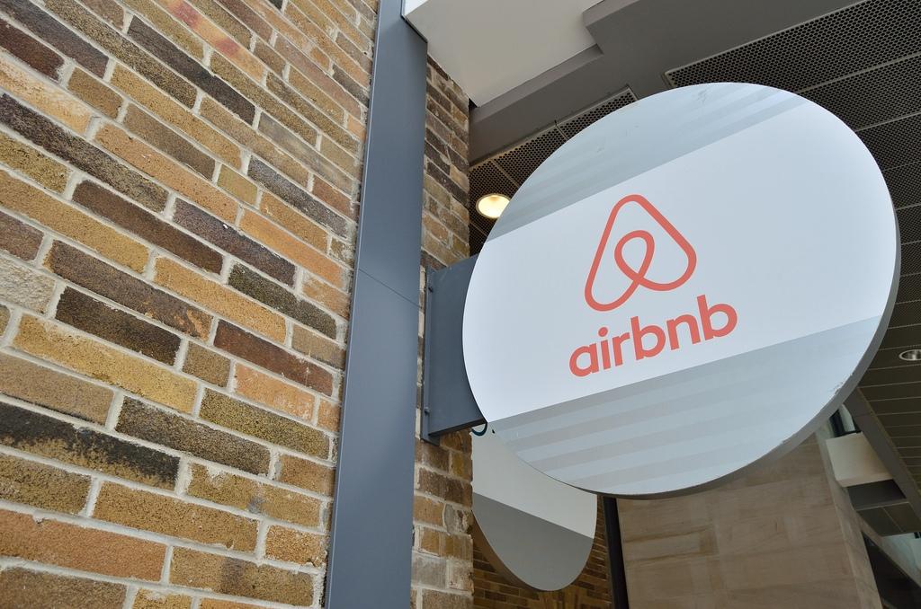 Tassa di soggiorno, scontro tra Airbnb e Federalberghi - CorCom