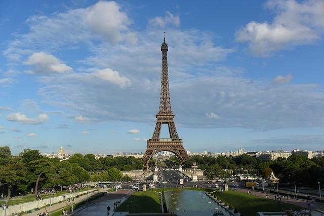 """L'intelligence belga: """"Attentati di Parigi organizzati con la Playstation"""" - CorCom"""