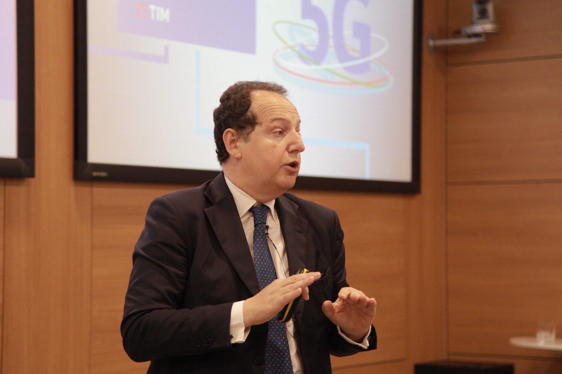 Tim investe nel 5G: entro l'anno verrà acceso in 50 distretti industriali